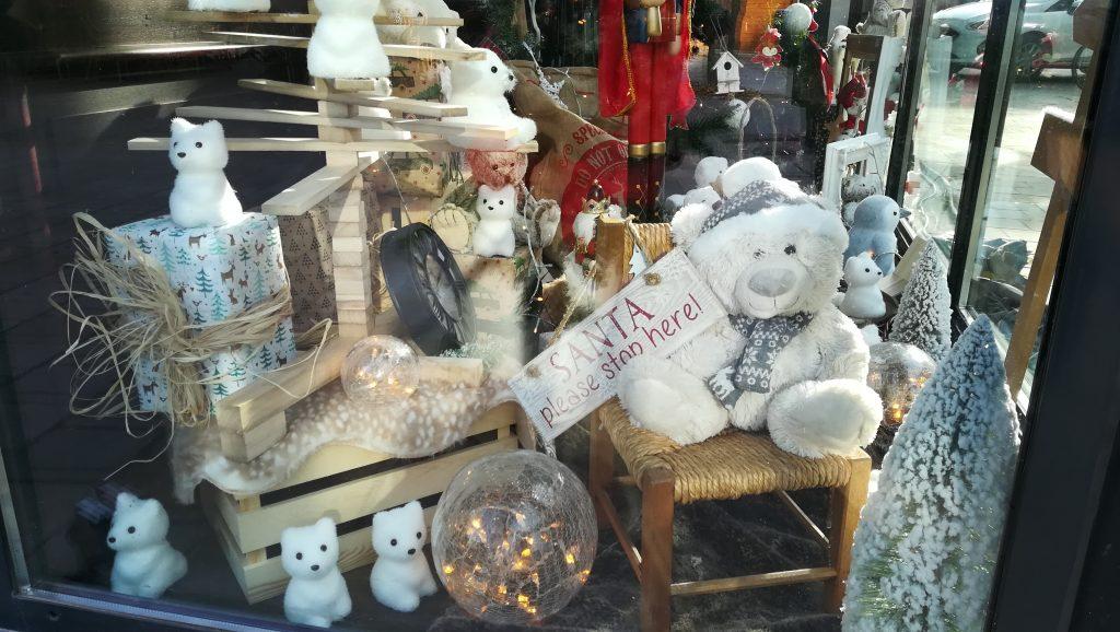 C'est la réalisation de la vitrine de Noël du restaurant Au Bureau à Reims
