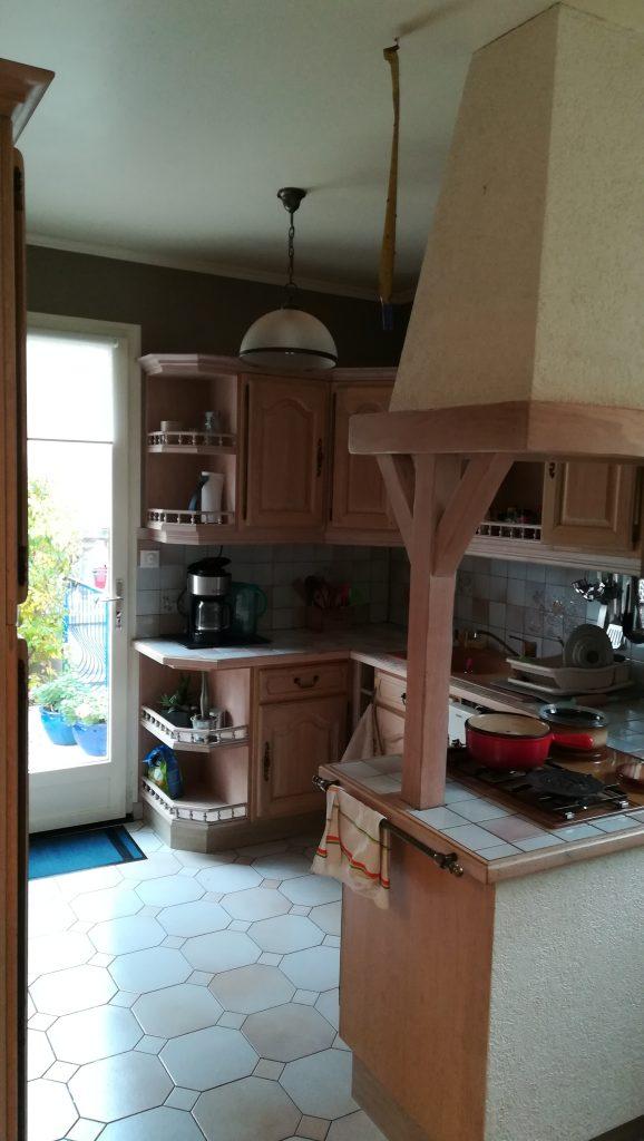 Il s'agit d'une cuisine ancienne avant rénovation